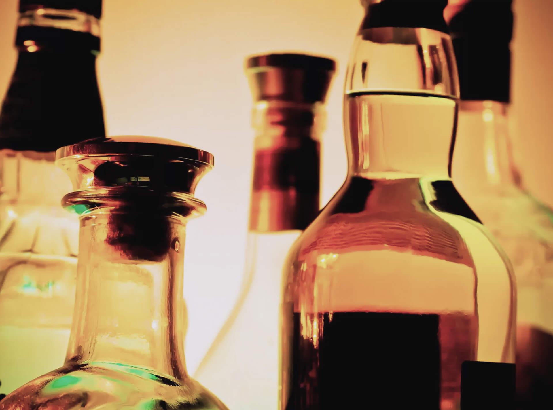 Sinais e sintomas de dependência de álcool e drogas